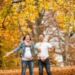 paarfotos-babybauchfotos-herbstshooting-freude-fotografin-schloss-ambras-innsbruck-tirol