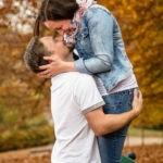 babybauchshooting-mit-heiratsantrag-paarshooting-verlobung-schloss-ambras-herbststimmung-fotografin-innsbruck-tirol