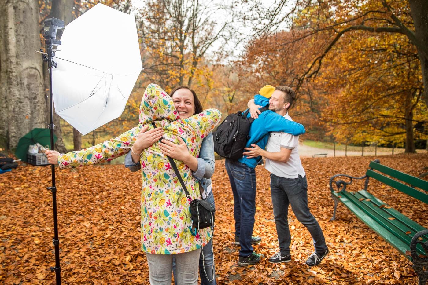 heiratsantrag-paarfotos-paarshooting-überraschung-freude-herbststimmung-fotografin-innsbruck-tirol