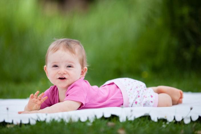 babyfotos-babyfotografie-natur-babylachen-fotografin-innsbruck-tirol