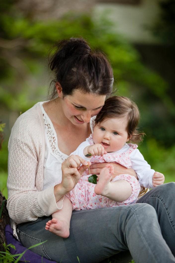 babyfotos-babyfotoserie-mama-mit-kind-fotografin-innsbruck-tirol