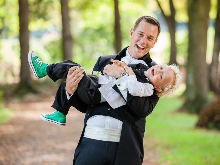 bräutigam-kind-familienfoto-hochzeitstag-hochzeitsfotos-hochzeitsfotograf-brixlegg-kramsach-tirol