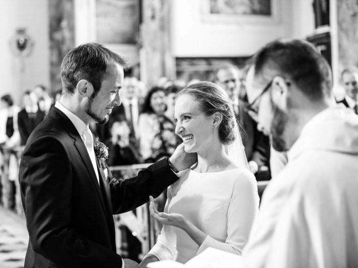 brautpaar-eheschließung-ja-wort-trauung-zeremonie-hochzeitsreportage-kirche-innsbruck-fotografin-tirol