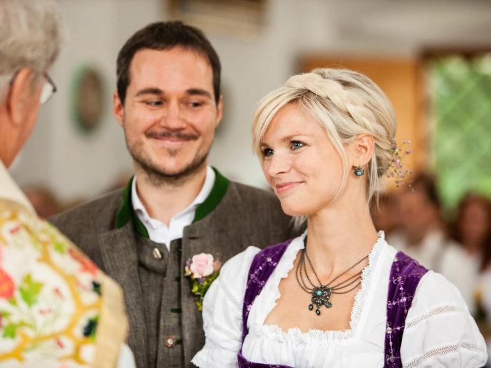 trauung-braut-bräutigam-emotionen-hochzeitsreportage-hochzeitsfotos-tirol