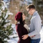 babybauchfotos-paarfotos-im-schnee-winter-schneeflocken-fotografin-innsbruck-tirol