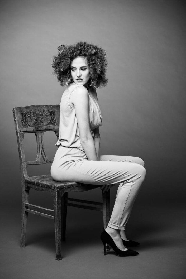 portraitfoto-beautyportrait-schwarz-weiss-fotografin-innsbruck-tirol