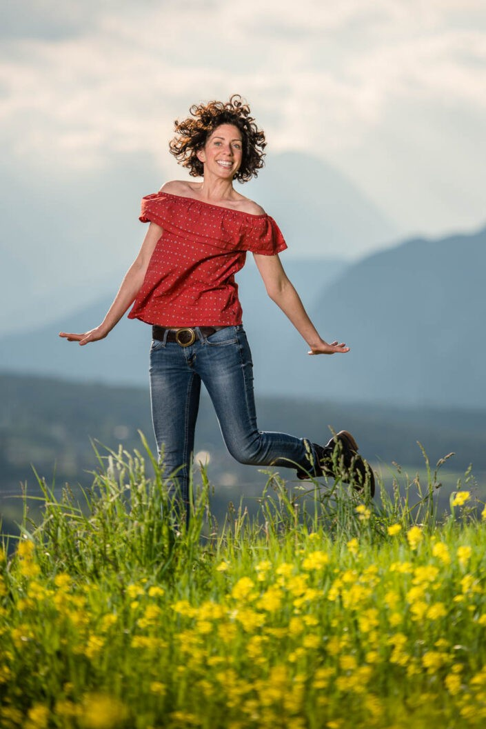 portraitfotos-outdoorshooting-sprungfoto-fotografin-innsbruck-tirol